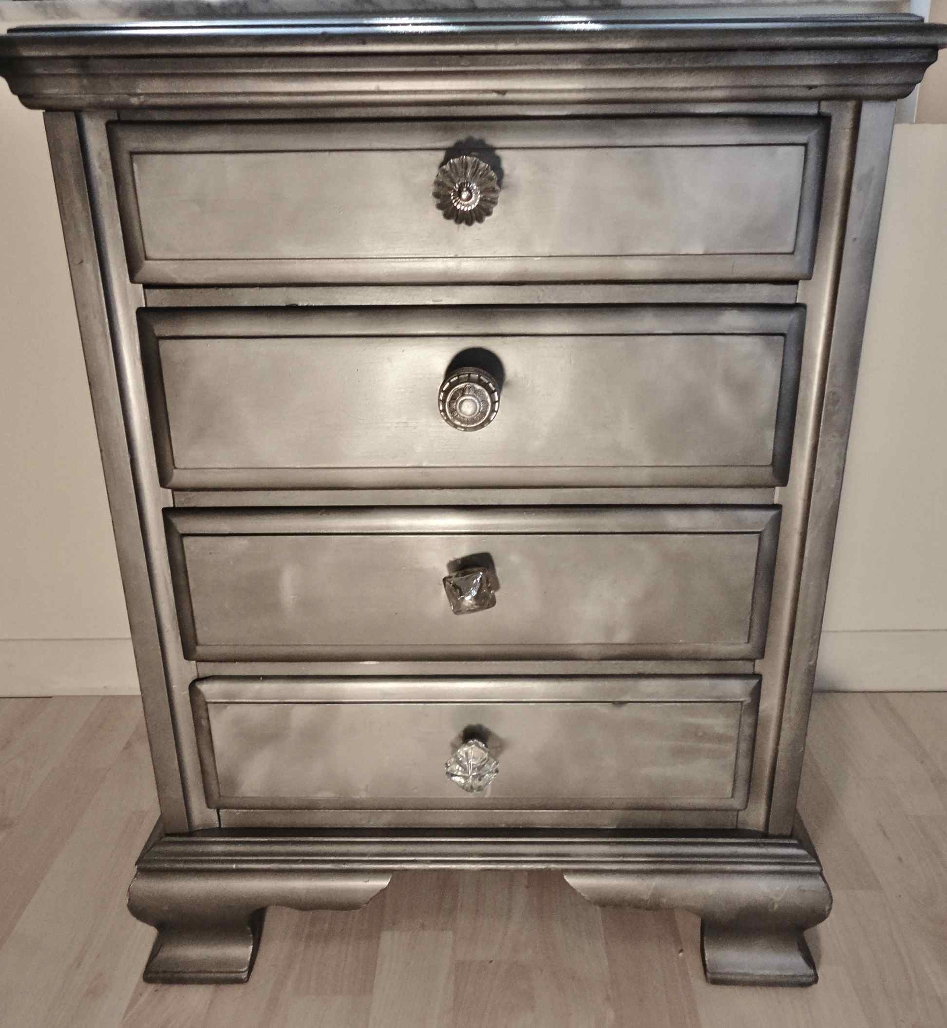 Fabulous Shabby Chic Dresser Nightstand Rehab Using Krylon Looking Glass Paint Home Sweet Home