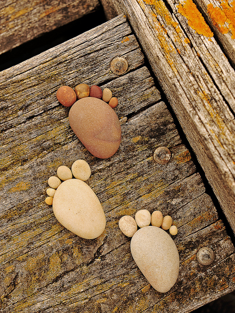 Stone Amp Pebble Footprints Do It Yourself Fun Ideas