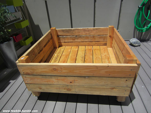 Super easy diy pallet planter do it yourself fun ideas for Portable bed ideas