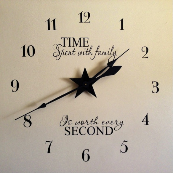 Diy giant family photo wall clock do it yourself fun ideas image credit beinggenevieve solutioingenieria Images
