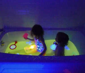 how to make bath water glow in the dark