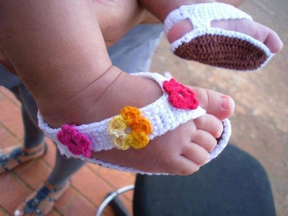 Simple Crochet Patterns For Baby Booties : DIY Barefoot Baby Sandals - Do-It-Yourself Fun Ideas