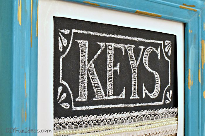 DIY KEY HOLDER & CHALKBOARD PICTURE FRAME - Never Lose Your Keys Again!