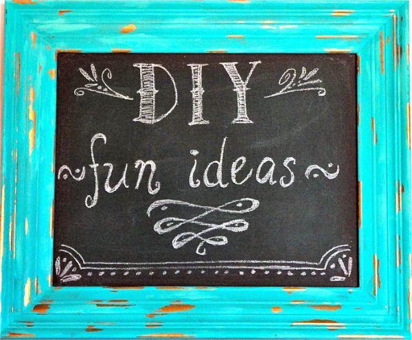 DIY KEY HOLDER & CHALKBOARD PICTURE FRAME - Never Lose Your Keys Again!